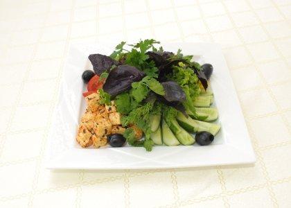 Сезонные овощи с домашним сыром